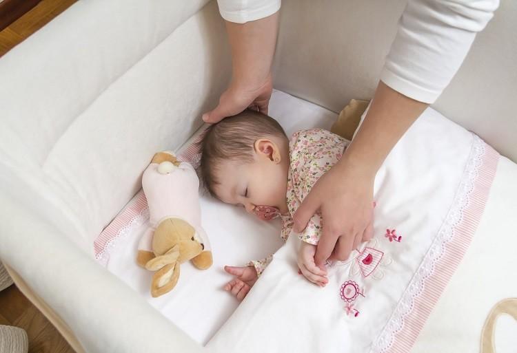 Cha mẹ có nên cho con ngủ riêng từ sơ sinh?
