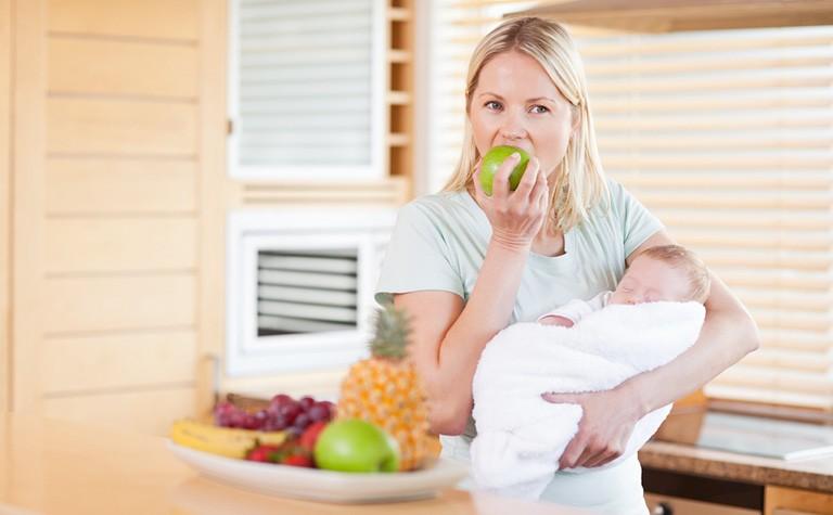 Mẹ bầu sau sinh nên ăn hoa quả gì để lợi sữa?