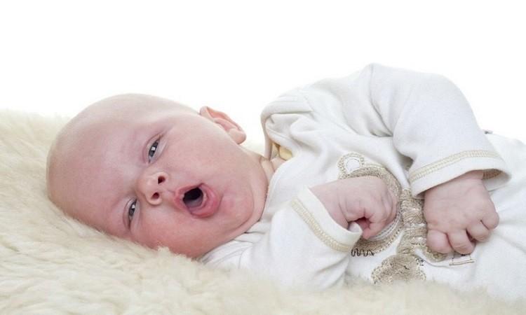 Trẻ sơ sinh bị ho nên uống gì?