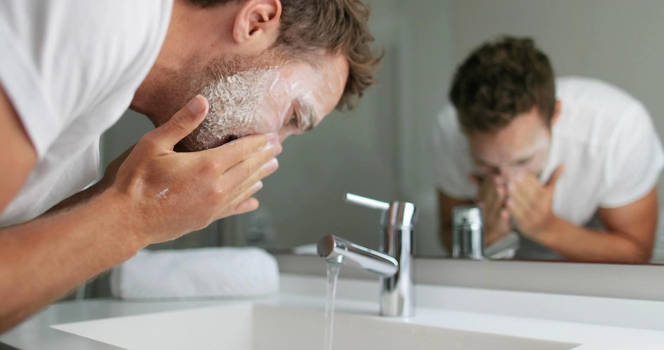 Top 15 sữa rửa mặt trị mụn cho nam giới tốt nhất 2021?