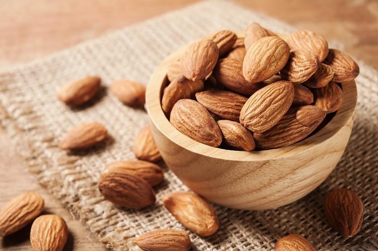 Hạnh nhân chứa vitamin E và protein