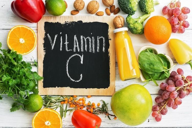 Mẹ nên ưu tiên các thực phẩm giàu vitamin C