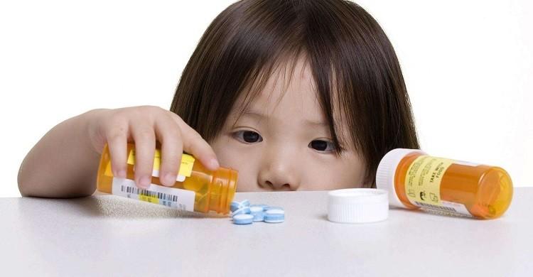 Bé bị ảnh hưởng từ thuốc các loại