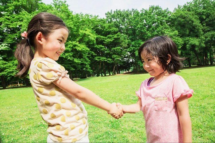Khuyến khích bé giao tiếp