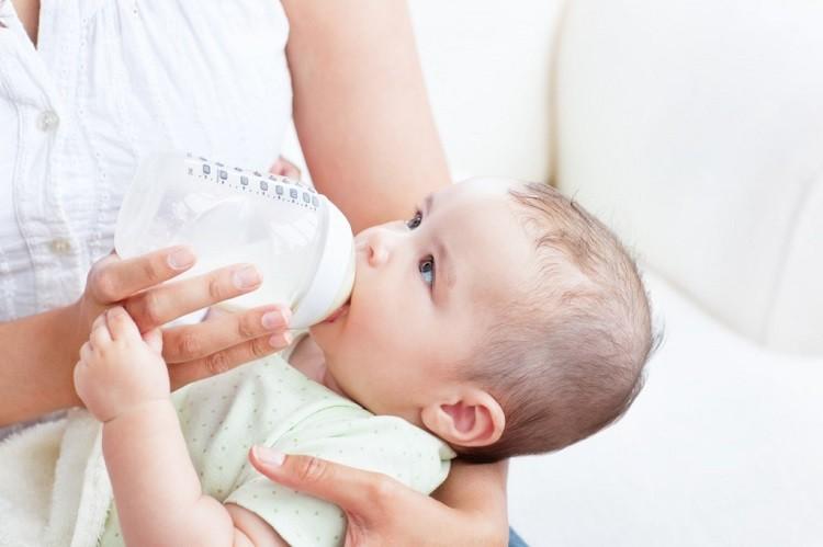 tiệt trùng bình sữa mỗi ngày