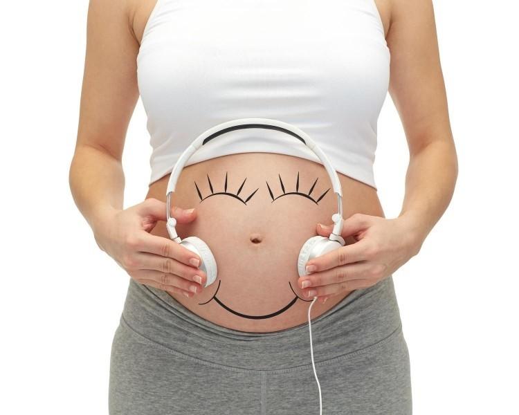 sử dụng tai nghe cho bà bầu