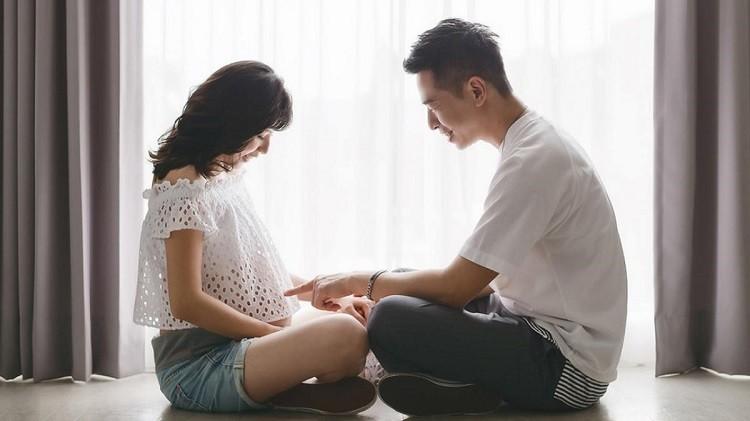 Người cha cũng nên thường xuyên giao tiếp với bé