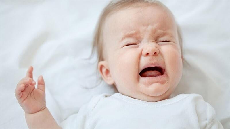 trẻ sơ sinh hay khóc đòi bế, trẻ sơ sinh hay quấy khóc đòi bế, trẻ sơ sinh hay khóc và đòi bế, trẻ đòi bế, trẻ sơ sinh đòi bế, cách làm trẻ không đòi be, bé đòi bế, bé gắt ngủ đòi bế, bé khóc đòi bế, bé sơ sinh đòi bế, cách làm trẻ không đòi bế, mẹ bế em bé, con quấy khóc đòi bế, trẻ hay quấy khóc phải làm sao