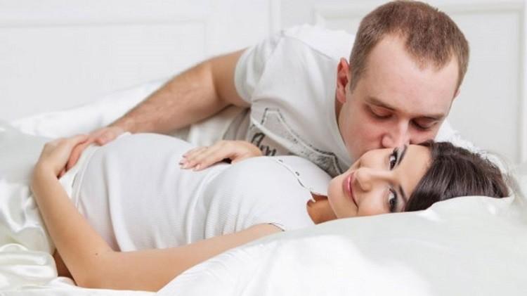 Mang thai 5 tháng có nên quan hệ không