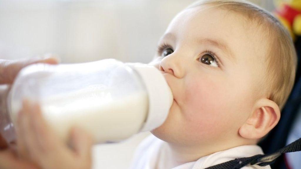 Trẻ sơ sinh uống sữa nhiệt độ bao nhiêu